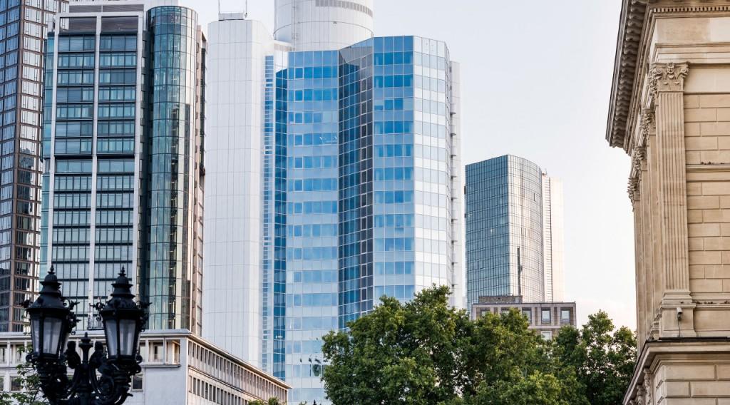 Notar & Anwalt in Frankfurt am Main an der Alten Oper - Blick auf Skyline